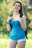 Junger weiblicher Kursteilnehmer am Park stockfotos
