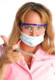 Junger Zahnarzt in einer Schablone und in schützenden Gläsern, ho Stockbild