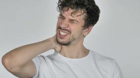 Junger zufälliger Mann mit Nackenschmerzen, weißer Hintergrund stock video