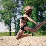 Junges akrobatisches Mädchen Lizenzfreies Stockbild