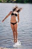 Junges akrobatisches Mädchen Stockfotografie