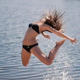 Junges akrobatisches Mädchen Lizenzfreie Stockfotografie