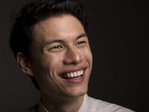 Junges asiatisches Mann-Lächeln Lizenzfreie Stockfotos