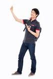 Junges asiatisches stdudent Vertretungs-O.K.zeichen Stockfotografie