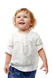 Junges Baby, das zuhause applaudierend und lächelnd steht Stockfoto