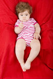 Junges Baby gelegt Lizenzfreie Stockfotografie