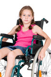 Junges behindertes Mädchen in einem Rollstuhl lizenzfreies stockbild