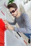 Junges Blindergefühls-Dornbuch auf Regal Lizenzfreies Stockbild