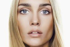 Junges blondes Frauen-Gesicht Beautful Lizenzfreies Stockbild