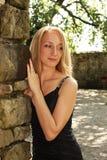 Junges blondes Frauenlächeln Stockfotos