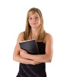 Junges blondes Frauenportraitschwarzkleid und -notizbuch Lizenzfreie Stockfotos