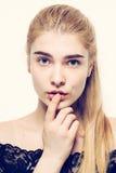 Junges blondes Haar des Schönheitsgesichtsporträts Stockfotos