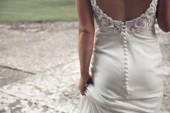 Junges blondes im Hochzeitskleid Detail Stockbilder