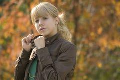 Junges blondes Mädchen stockfoto