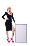 Junges blondes Mädchen im schwarzen Kleid mit Plakat Stockfoto