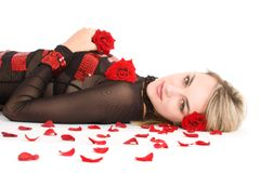 Junges blondes Mädchen mit Rosen Stockbilder