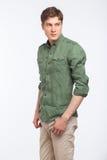 Junges blondes Mannmodernes gekleidet auf Weiß Lizenzfreie Stockfotos
