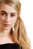 Junges blondes mit ernstem Ausdruck Lizenzfreies Stockbild