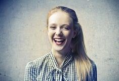 Junges blondes Schönheits-Lachen Lizenzfreies Stockfoto