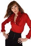 Junges Brunettemädchen im schwarzen Kleid und im roten Hemd Stockfotografie