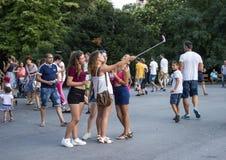Junges bulgarisches Mädchen fotografierte sich stockfoto
