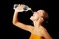 Junges durstiges Mädchen Stockbild