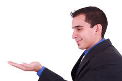 Junges erwachsener Mannesbaumuster hält seine Hand flach an Stockfotografie