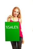Junges erwachsenes Mädchen des Porträts mit grüner Tasche Stockbilder