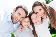 Junges Familien-L?cheln Lizenzfreies Stockfoto
