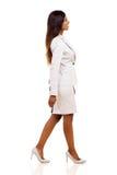 Junges Geschäftsfrau-Gehen Stockfoto