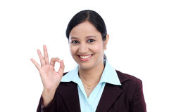 Junges Geschäftsfrau-Handzeichen-O.K.zeichen Lizenzfreies Stockbild