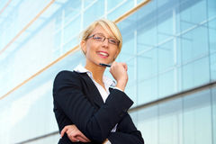 Junges Geschäftsfrau-Lächeln Stockfotografie