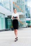 Junges Geschäftsfrauportrait Lizenzfreie Stockbilder