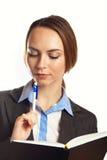 Junges Geschäftsfrauschreiben in ihrem Organisator Stockbild