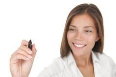 Junges Geschäftsfrauschreiben mit Feder Stockfotos