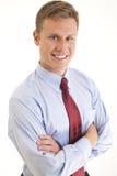 Junges Geschäftsmannlächeln Stockfoto