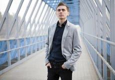 Junges Geschäftsmannporträt stockfotografie