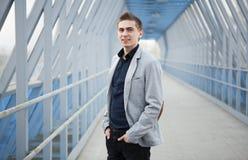 Junges Geschäftsmannporträt lizenzfreie stockfotos