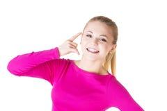 Junges glückliches Frauengestikulieren Lizenzfreies Stockfoto