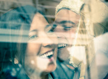 Junges glückliches Paar in der Liebe zu Beginn Love Storys stockbild