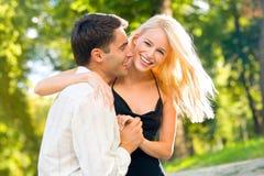 Junges glückliches Paargehen Stockbild