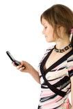 Junges hübsches Mädchen las SMS Lizenzfreie Stockbilder