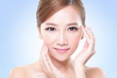 Junges Hautpflegefrauengesicht lizenzfreie stockfotos