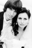 Junges Hochzeitspaarportrait Lizenzfreie Stockfotos