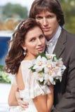 Junges Hochzeitspaarportrait Lizenzfreie Stockfotografie