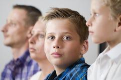 Junges jugendlich und seine Familie Stockfoto