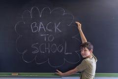 Junges jugendlich und Tafel mit Lizenzfreie Stockfotos