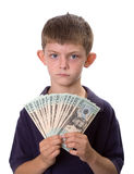 Junges Jungen-Holding-Bargeld-Geld mit ernstem Blick Stockfotos
