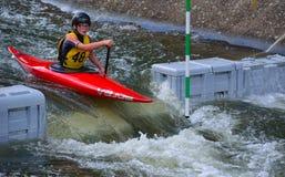 Junges Kanu des Konkurrenten-48 Stockfotos