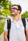 Junges kaukasisches Mannporträt Stockfoto